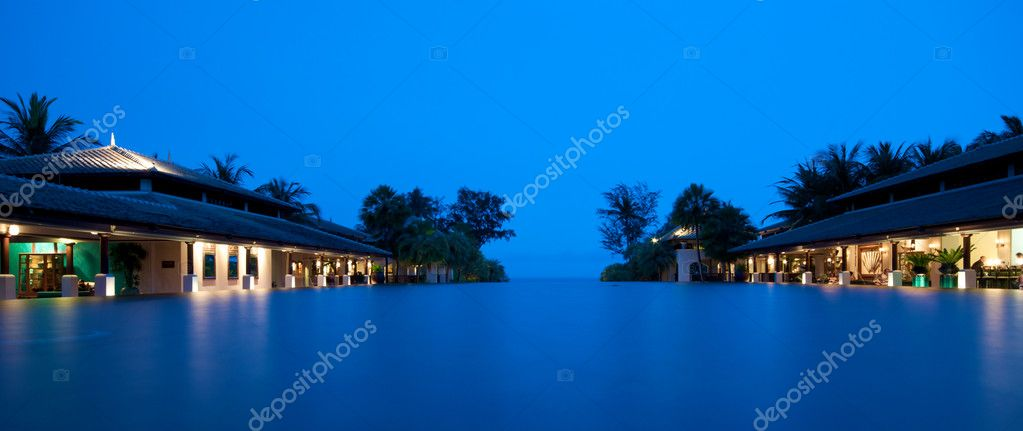 Infinity pool in 5 Star Luxury hotel in Thailand — Stock Photo #10045226