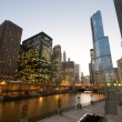 Cityscape view at the Chicago River — Stock Photo