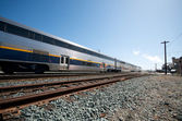 Amtrak trein blauwe hemel in berkeley — Stockfoto