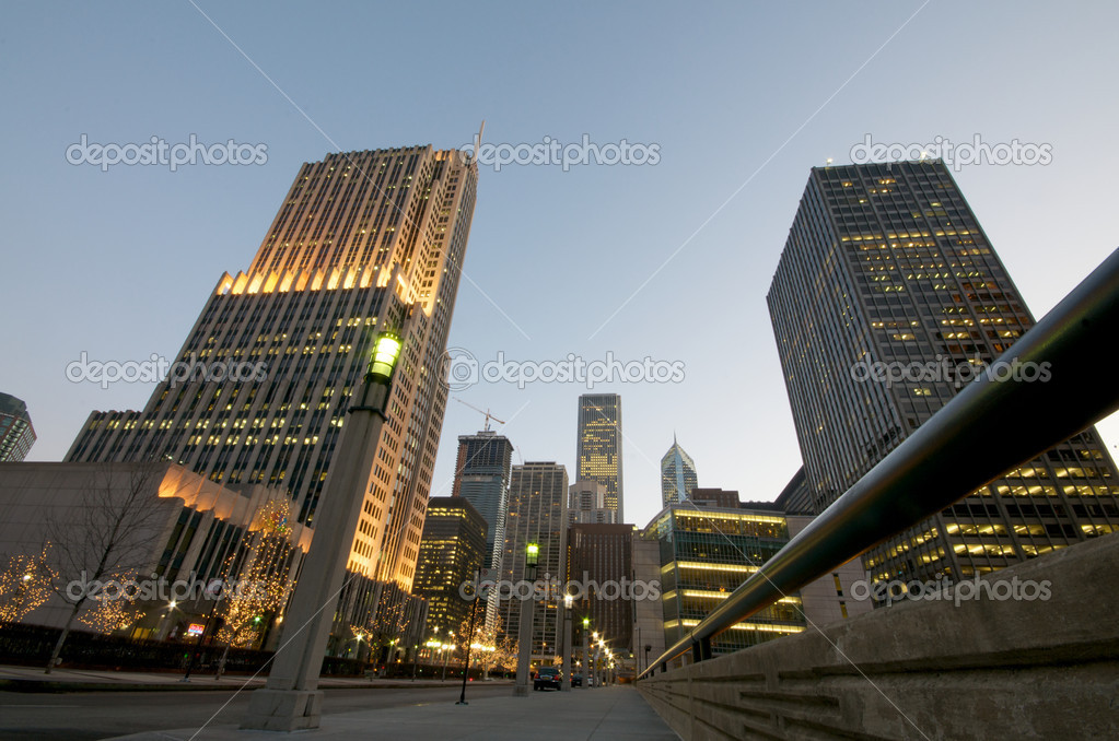 Chicago Buildings in downtown at night. — Stock Photo #10431158