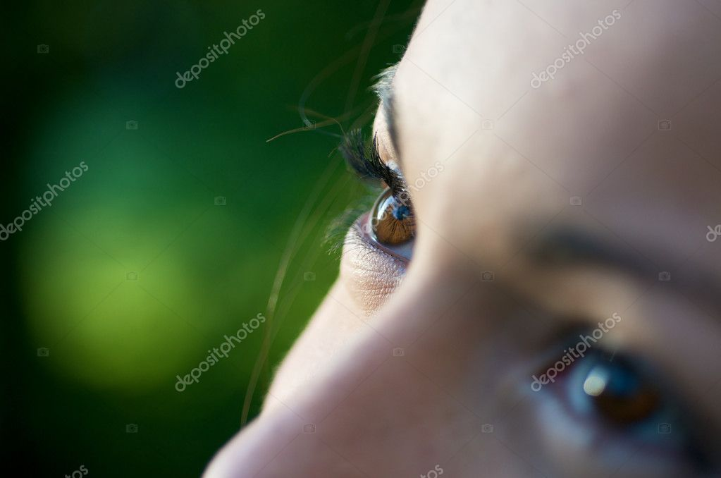 A close up of a girl in the garden. — Stock Photo #10449029