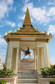 Royal Palace temple statue — Stock Photo