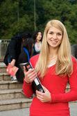 Bela estudante com notebook — Foto Stock