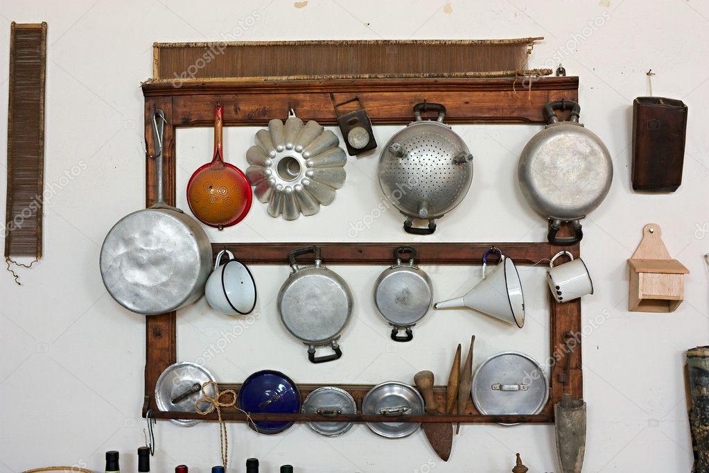 Ancien mat riel de cuisine photographie ermess 8377548 for Ustensiles de cuisine anciens