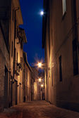 Dark alley in the old town — Stock Photo