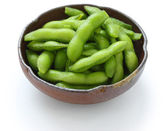 Edamame nibbles, boiled green soy beans — Stock Photo