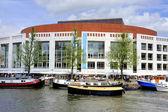 Amsterdam stopera och båt — Stockfoto