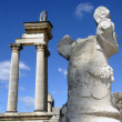 Roman Arch and statue — Stock Photo