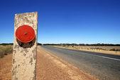 Refletor vermelho na rodovia eyre — Foto Stock