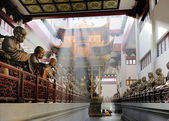 Hall with statues at Lingyin Temple — Stock Photo
