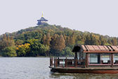 Traditional ship on the Xihu (West lake), Hangzhou, China — Stock Photo