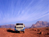 4 wheel drive in Wadi Rum desert in Jordan — Stock Photo