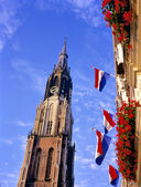 New church and flags at the market place in Delft. — Stock Photo