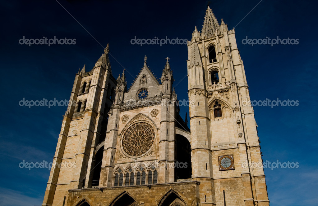 Cathedral of Leon in Spain. Front of Reckoning or Portada del Juicio — Stock Photo #8485578