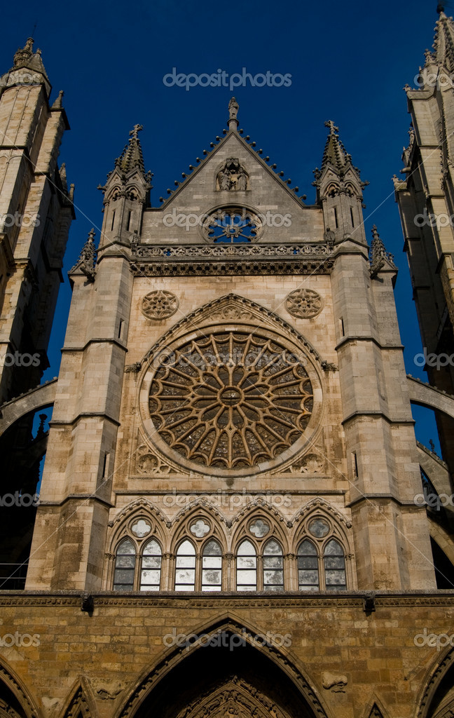 Cathedral of Leon in Spain. Front of Reckoning or Portada del Juicio — Stock Photo #8485610