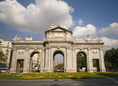 Alcala Door (Puerta de Alcala) in Independence Square. Madrid, S — Stock Photo