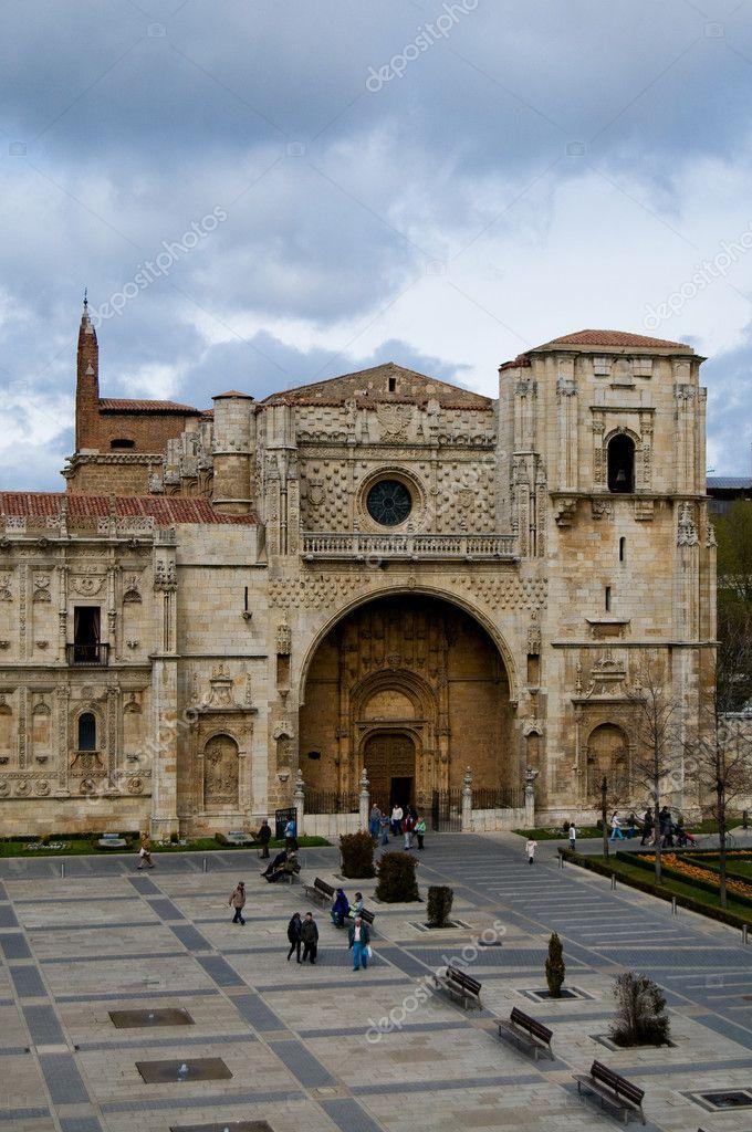 Monasterio de san marcos en le n espa a fotos de stock for Puerta 8 san marcos