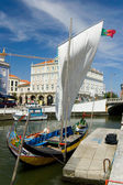 Typical Moliceiro in Vouga river. Aveiro, Portugal — Stock Photo