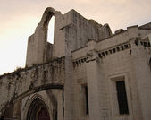 Arch of the old cathedral in Lisbon, Portugal — Stockfoto