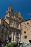 The Clergy (La Clerecia) or Royal College of the Holy Spirit and Pontifical University whit the House of Shells (Casa de las Conchas) in Salamanca, Spain — Stock Photo