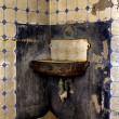 A washbasin in an abandonned house of kolmanskop ghost town — Stock Photo