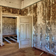 Interior of house in kolmanskop's ghost town namibiafrica — Stok Fotoğraf #8303247