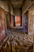 A ghosthouse in kolmanskop ghost town near luderitz namibia — Stock Photo