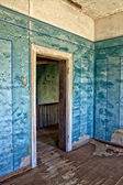 An old house in kolmanskop's ghost town in namibia africa — Zdjęcie stockowe