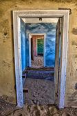 Wydmy w domu na kolmanskop duch miasta namibii — Zdjęcie stockowe