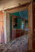 Ghosthouse in kolmanskop ghost town near luderitz namibia — Stock Photo