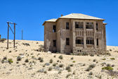 House in ruins at kolmanskop ghost town near luderitz namibia africa — Stock Photo