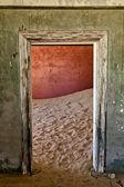 Ev ine hayalet kasaba kolmanskop namibya afrika — Stok fotoğraf