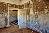 Interior of an house in kolmanskop's ghost town namibia africa — Stock Photo
