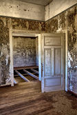 Interior of an house in kolmanskop's ghost town namibia — Stock Photo