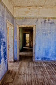Old house in kolmanskop's ghost town in namibia — Stock Photo
