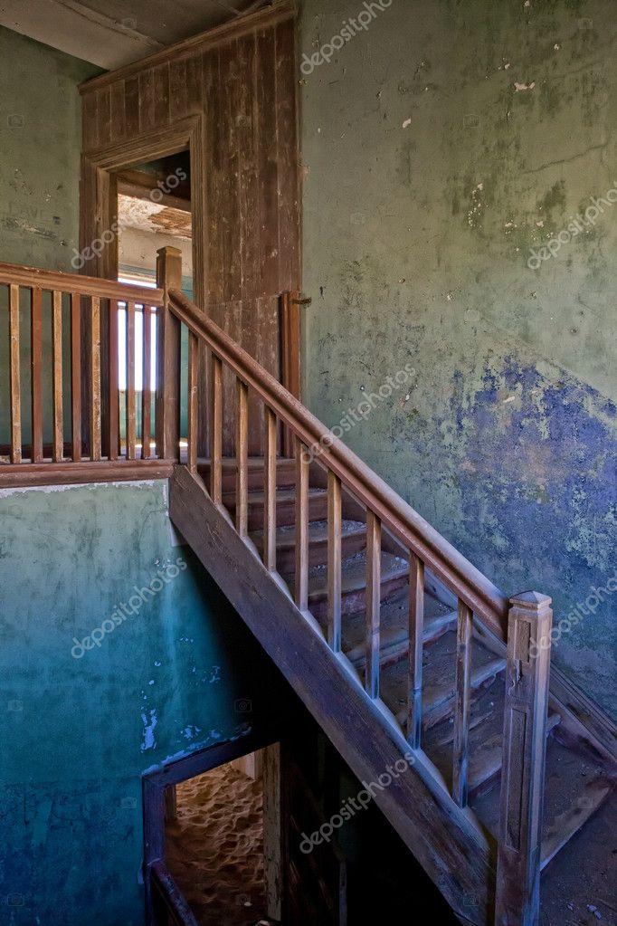 un escalier dans une vieille maison en kolmanskop namibie afrique photographie photogallet. Black Bedroom Furniture Sets. Home Design Ideas