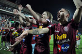 Futbol oyuncuları ligi şampiyonluğunu kutluyor — Stok fotoğraf