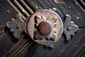 Old metallic decoration motif on a wooden door — Stock Photo