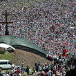 Crowds of Hungarian pilgrims gather to celebrate the Pentecost — Stockfoto