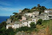 海の景色の nonza 村。コルシカ島 — ストック写真