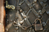 Iron padlock and chain on old door — Stock Photo