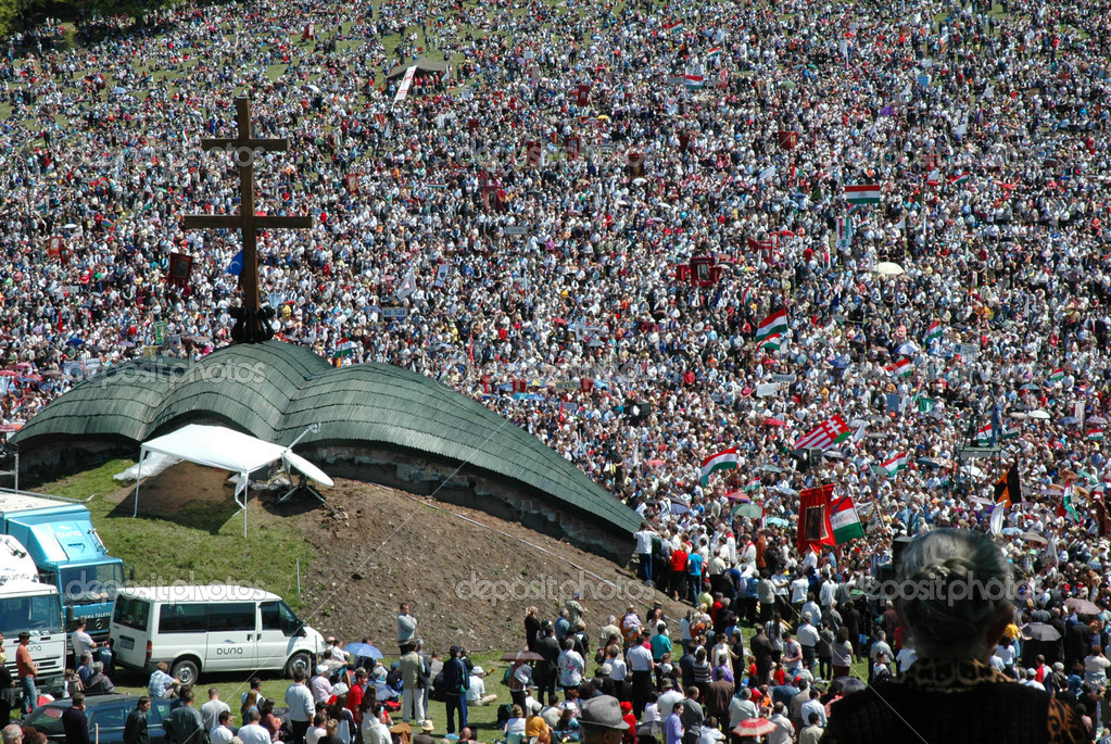SUMULEU CIUC, ROMANIA - Crowds of Hungarian pilgrims gather to celebrate the Pentecost and the catholic pilgrimage tradition, (Csiksomlyo), Romania  — Stock Photo #8343181