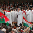 Crowds of Hungarian pilgrims celebrate the Pentecost — Stock Photo