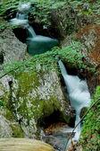 Hermosa cascada con agua fresca — Foto de Stock