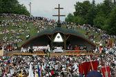 Multidões de peregrinos húngaros celebram pentecostes — Foto Stock