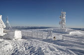 En istäckt meteorologiska station — Stockfoto