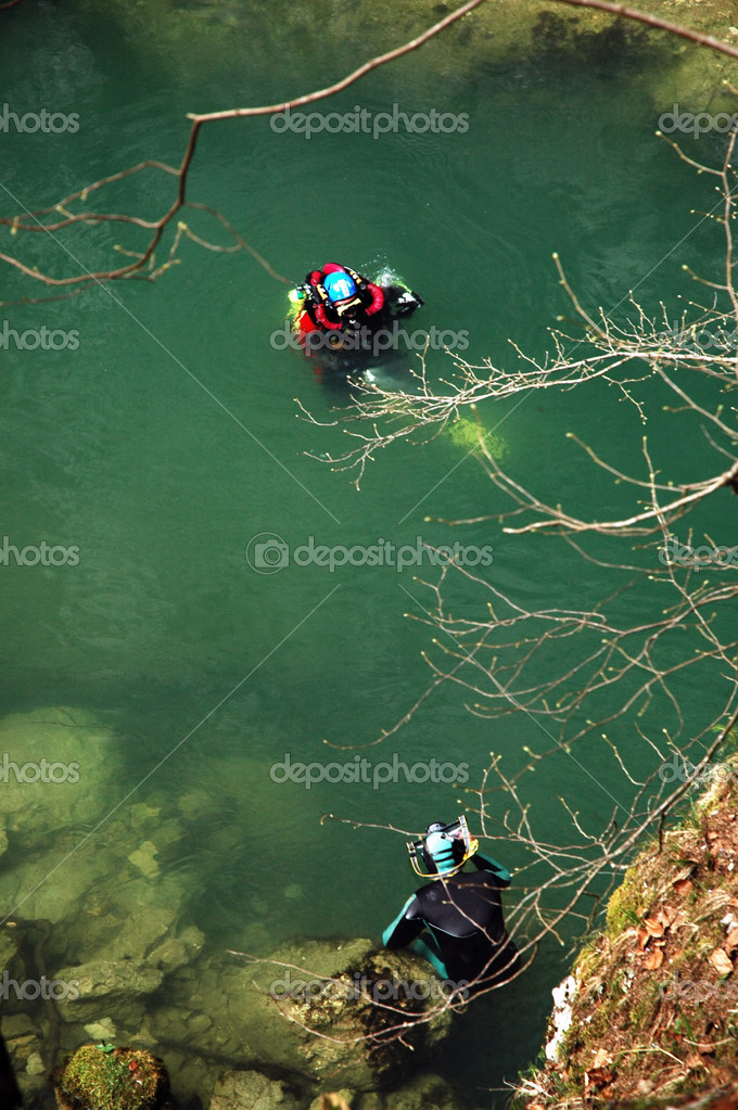 ARIES VALLEY, ROMANIA - A cave diver emerges from the Tauz karst spring, after exploring the depths of the lake forming at the entrance. — Stock Photo #9064590