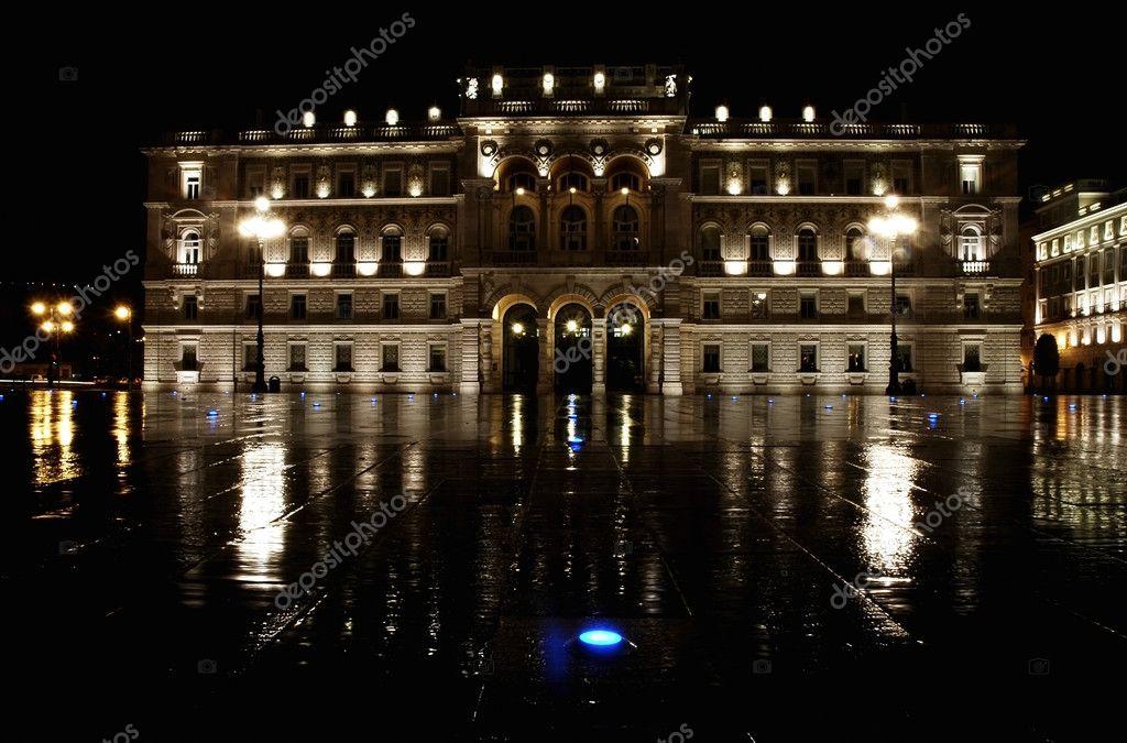 Italia, trieste, piazza dellunita dItalia di notte — Foto ...