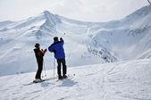 Esquiadores na encosta, Alpes austríacos — Fotografia Stock