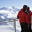 Skiers enjoying the winter mountain panorama at Kitzsteinhorn pe — 图库照片